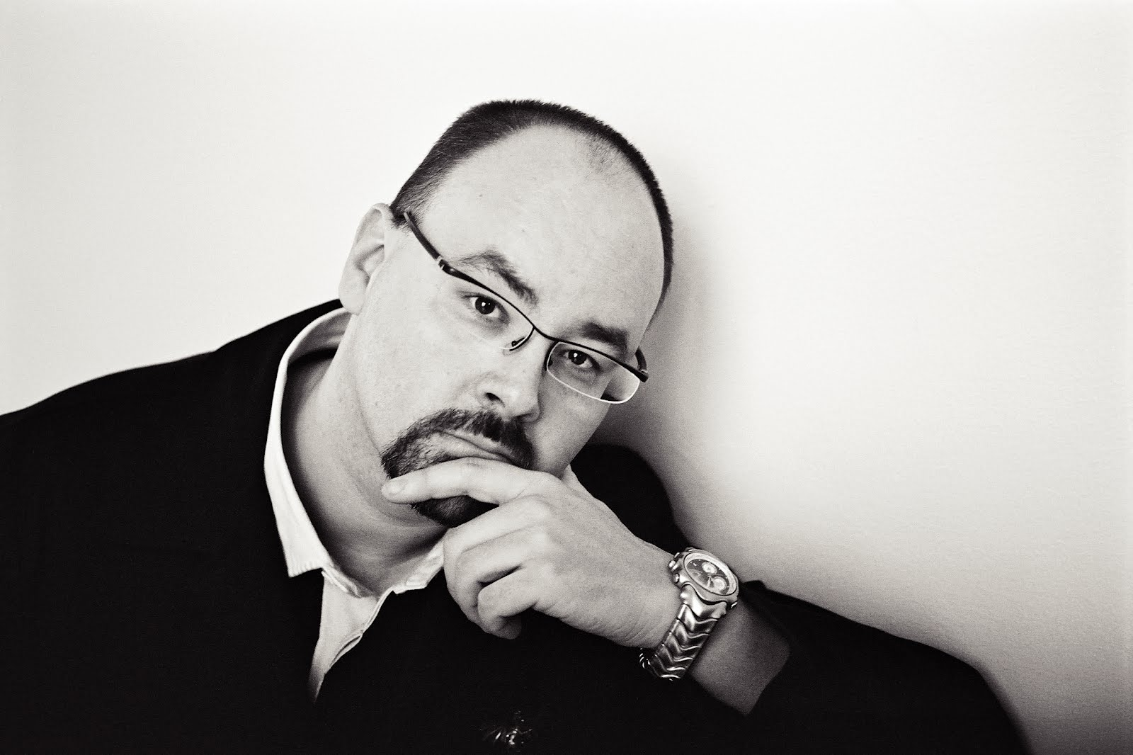 Author Carlos Ruiz Zafon comes to Montgomery Village